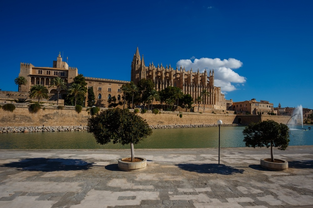The picture shows the big cathedral of Palma de Mallorca from the seaside.