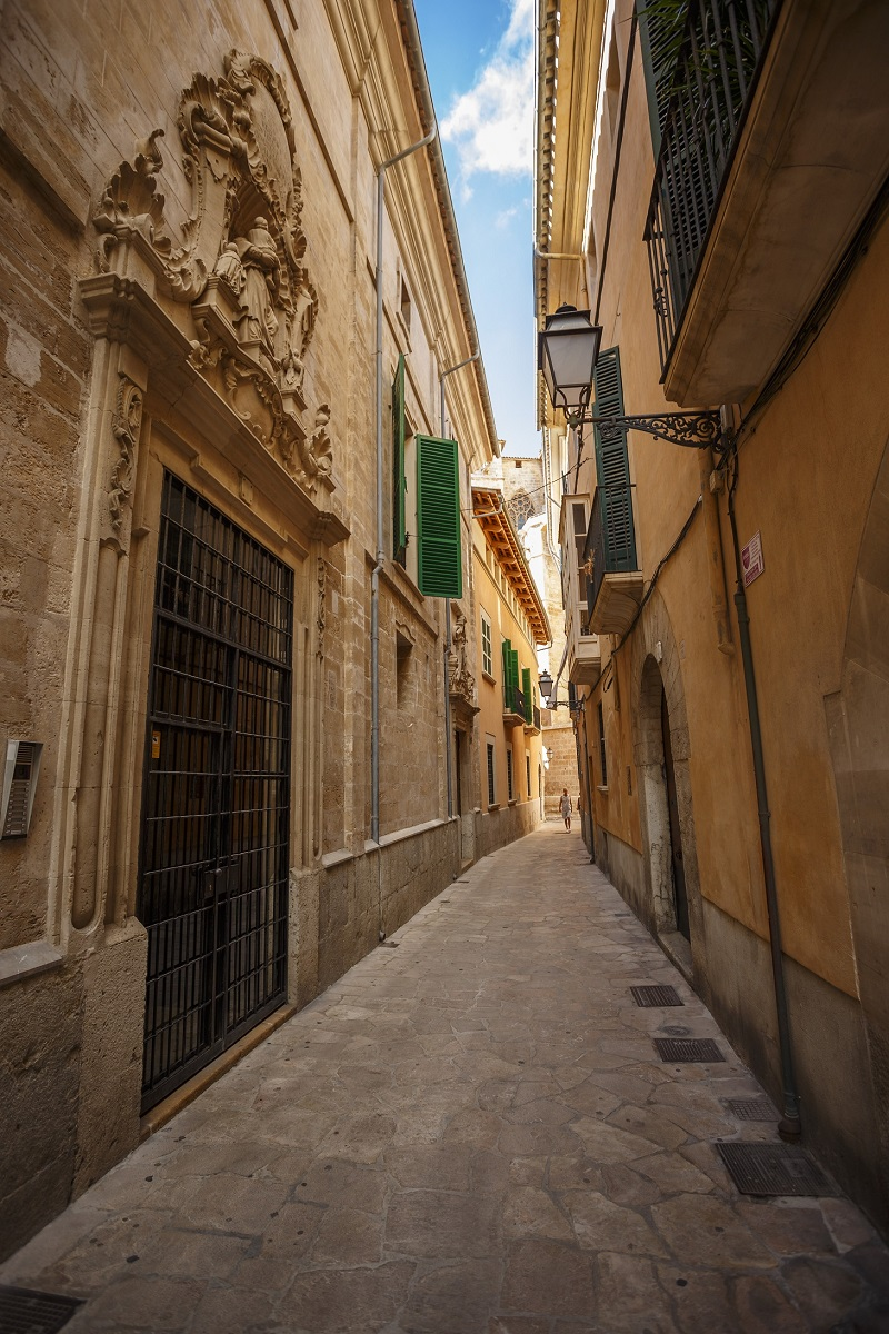What a nice alley in the middle of Palma.